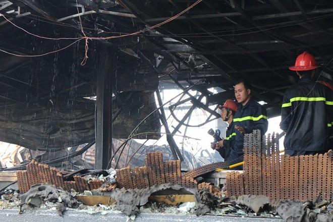 Chùm ảnh quán bar Luxury Hà Nội hoang tàn sau hỏa hoạn 11