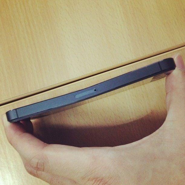 Hình ảnh IPhone 6 dễ dàng bị bẻ cong số 2