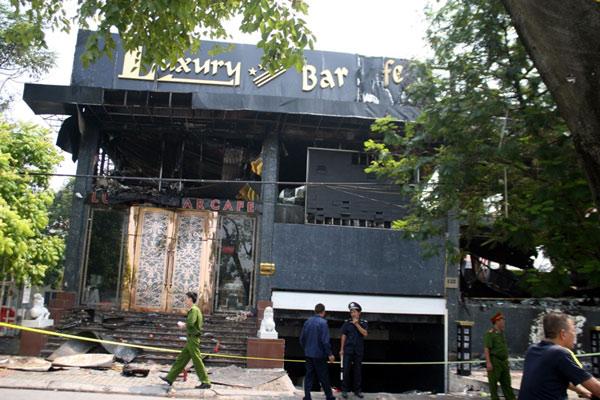Kể lại cảnh hỗn loạn trong vụ cháy ở quán bar Luxury 4