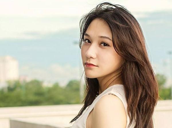 9X xinh xắn làm gương mặt trang bìa báo du lịch Đà Nẵng 8