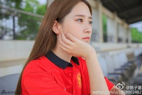 """Thiếu nữ mang vẻ đẹp đượm buồn trong màu áo M.U gây """"sốt"""" cộng đồng mạng 7"""