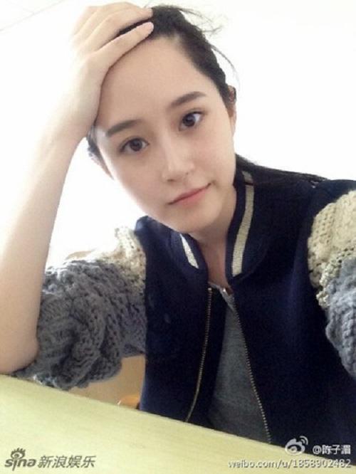 """Thiếu nữ mang vẻ đẹp đượm buồn trong màu áo M.U gây """"sốt"""" cộng đồng mạng 12"""