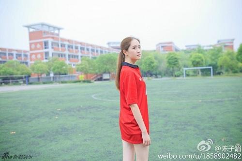 """Thiếu nữ mang vẻ đẹp đượm buồn trong màu áo M.U gây """"sốt"""" cộng đồng mạng 8"""