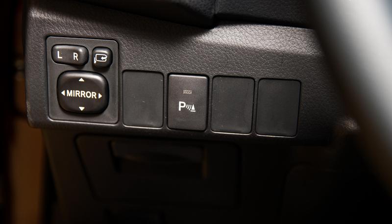 Soi Toyota Corolla Altis 2.0V 2015 ở Việt Nam 19