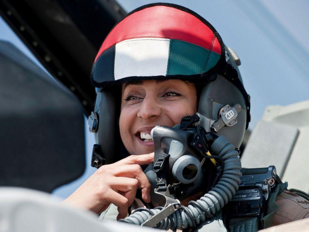 Chùm ảnh: Nữ phi công xinh đẹp UAE dẫn đầu đoàn không kích IS tại Syria 1