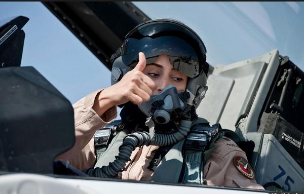 Chùm ảnh: Nữ phi công xinh đẹp UAE dẫn đầu đoàn không kích IS tại Syria 4