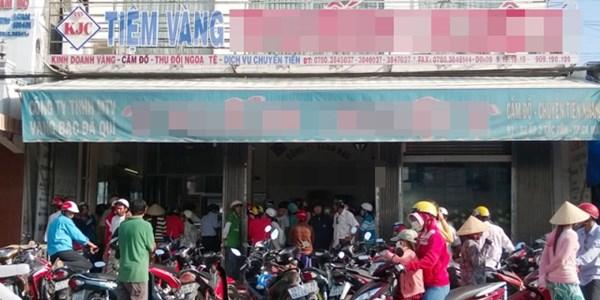 Cà Mau: Chen nhau bán lại vàng cho tiệm kim hoàng vì tin đồn nhảm 5
