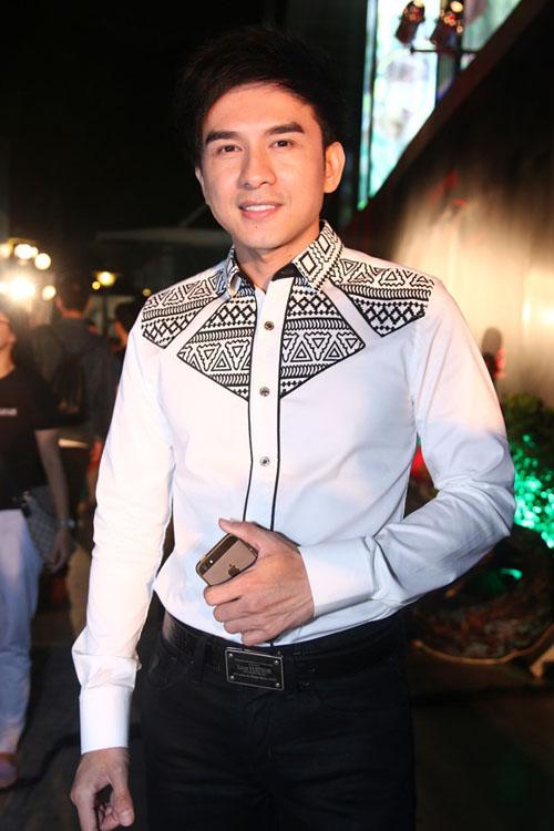 Tăng Thanh Hà một mình lẻ bóng tham dự lễ ra mắt phim của Mr Đàm 11