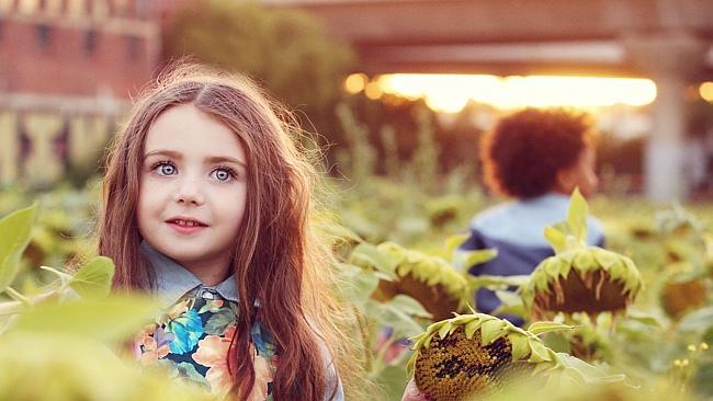 Nhóc tì 5 tuổi xinh như thiên thần kiếm hơn 1 tỷ mỗi năm  5