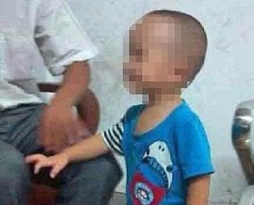 """Phẫn nộ cha đánh đập con 3 tuổi dã man rồi """"khoe"""" trên mạng xã hội 6"""
