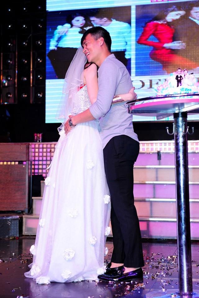 Thủy Tiên, Công Vinh bất ngờ tổ chức đám cưới ngay trên sân khấu 7
