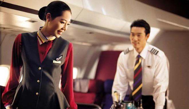 Luật yêu không ràng buộc giữa tiếp viên - phi công trên máy bay 7