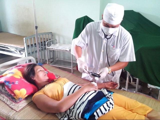 Bị rắn cắn bên Lào, bay về Việt Nam mới thoát chết 5