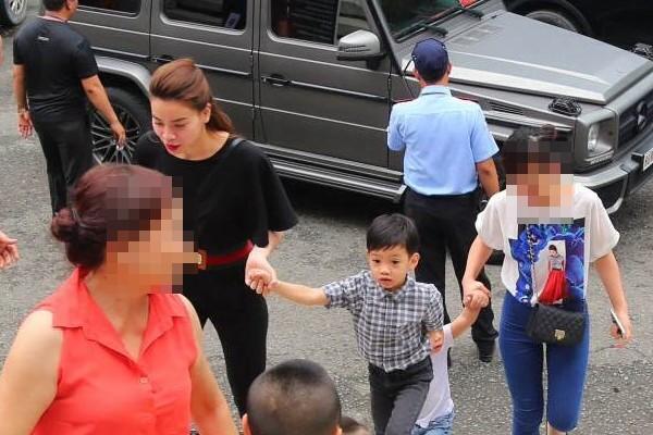 Hình ảnh Cường Đôla lái xế độc đưa Hà Hồ và Subeo đi xem show thiếu nhi số 4