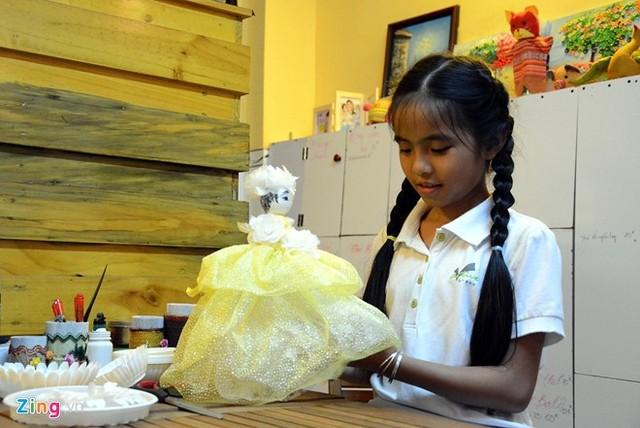 Cô bé 9 tuổi mở quán cà phê độc đáo tại Sài Gòn 6
