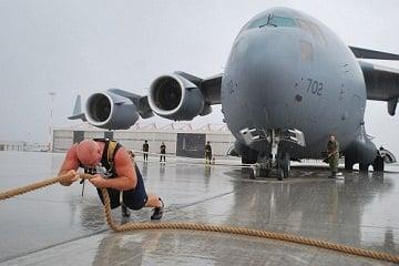 Gặp gỡ người đàn ông kéo máy bay 189 tấn, cõng 22 người phụ nữ trên lưng 6