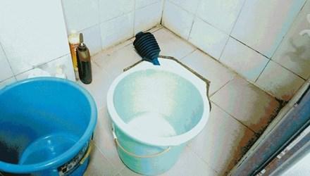 Mải chơi điện thoại, mẹ để con chết đuối trong nhà tắm 5
