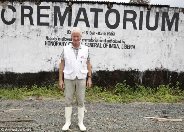 Rùng mình cận cảnh lò thiêu tập thể 700 nạn nhân Ebola 6