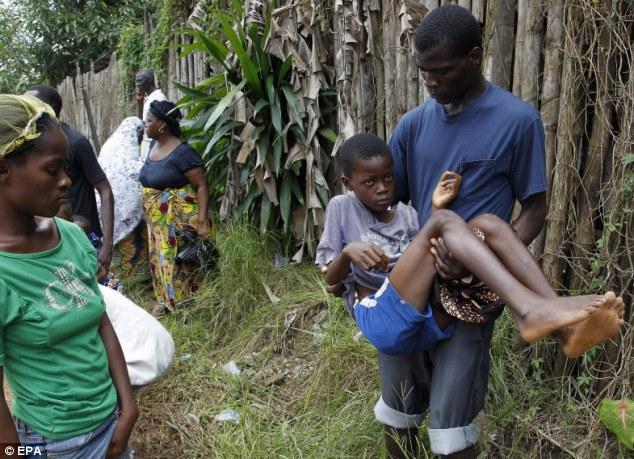 Rùng mình cận cảnh lò thiêu tập thể 700 nạn nhân Ebola 7