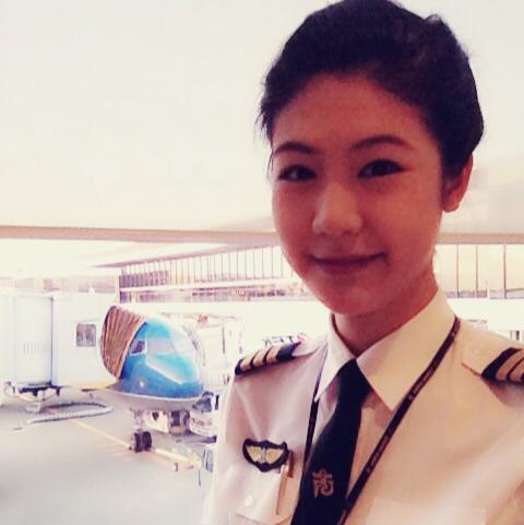 Cận cảnh nữ cơ phó Vietnam Airlines của Trương Thế Vinh 8