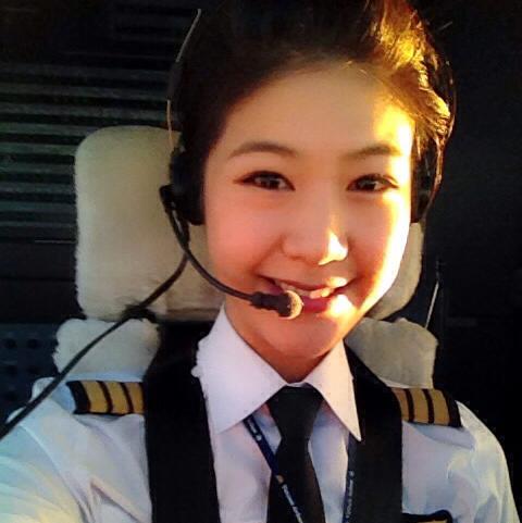 Cận cảnh nữ cơ phó Vietnam Airlines của Trương Thế Vinh 9