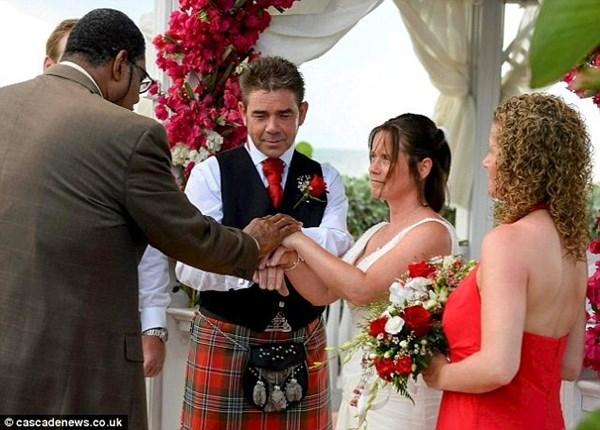 Chàng trai ròng rã đãi vàng làm nhẫn cưới 7
