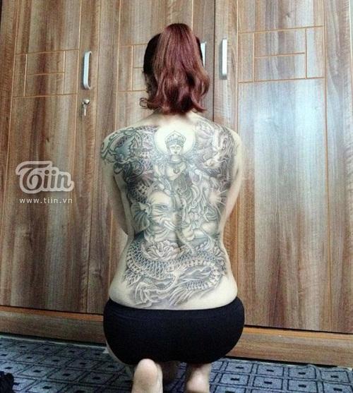 Bà mẹ đơn thân 8X và hình xăm kín lưng 6