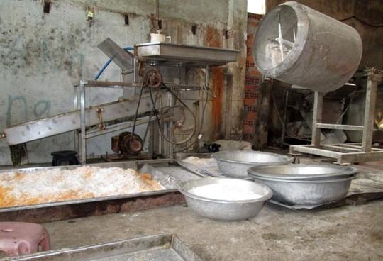 Kinh hoàng chà bông bẩn được sản xuất từ thịt gà thối 7