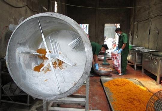 Kinh hoàng chà bông bẩn được sản xuất từ thịt gà thối 9