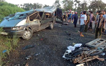 Hình ảnh Tai nạn giao thông thảm khốc, 2 người chết hàng chục người bị thương số 1