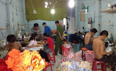 Giải cứu 5 đứa trẻ trong xưởng may hành xác tuổi thơ 5