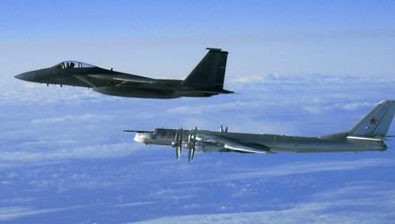 Tiêm kích Nhật cất cánh chặn cường kích Nga