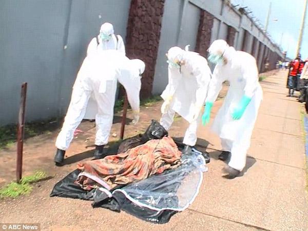 Hoảng hồn thi thể nạn nhân Ebola đem đi chôn bỗng nhiên sống lại 6
