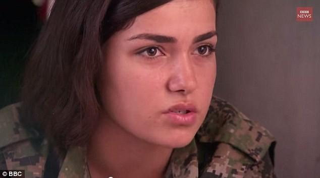 Nữ chiến binh xinh đẹp nổ súng tự sát để không rơi vào tay IS 4