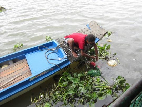 Thi thể thiếu nữ còn đeo túi xách trôi sông Sài Gòn 4