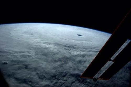 Hình ảnh đáng sợ của siêu bão Vongfong nhìn từ vũ trụ 5