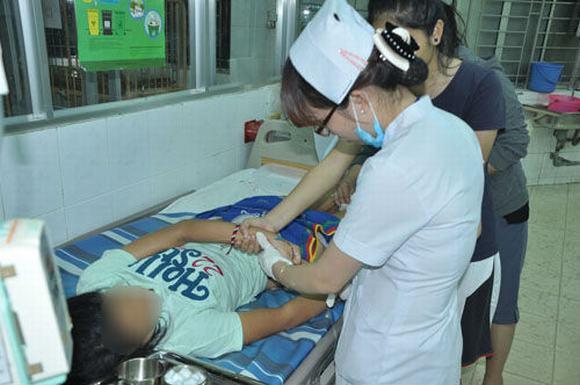 Nữ sinh Đồng Nai bị kẻ lạ mặt rạch mông giữa đêm 5