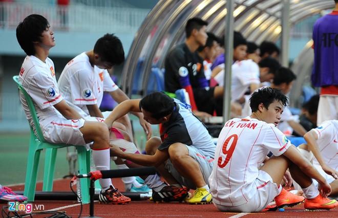 Hình ảnh Bão chấn thương đổ xuống U19 VN sau trận thua U19 Hàn Quốc số 3