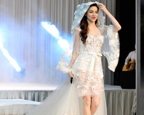 Hà Hồ cởi phăng váy cưới trên sàn diễn 5