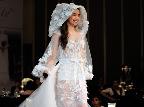 Hà Hồ cởi phăng váy cưới trên sàn diễn 6
