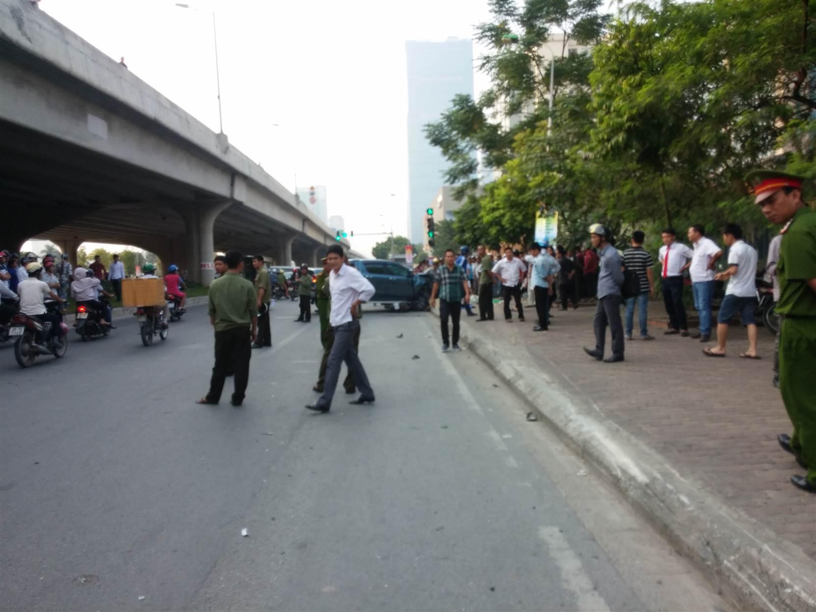 Hình ảnh Xe điên đâm chết cô gái trên đường Phạm Hùng, tài xế cười ngơ ngẩn số 3