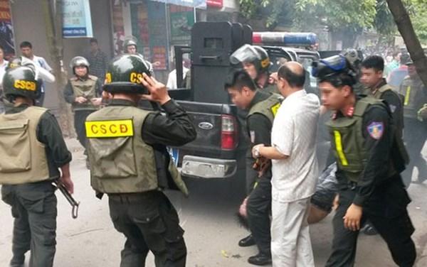 Hàng chục chiến sĩ 141 vây bắt kẻ trốn nã trong chung cư ở Hà Nội 4
