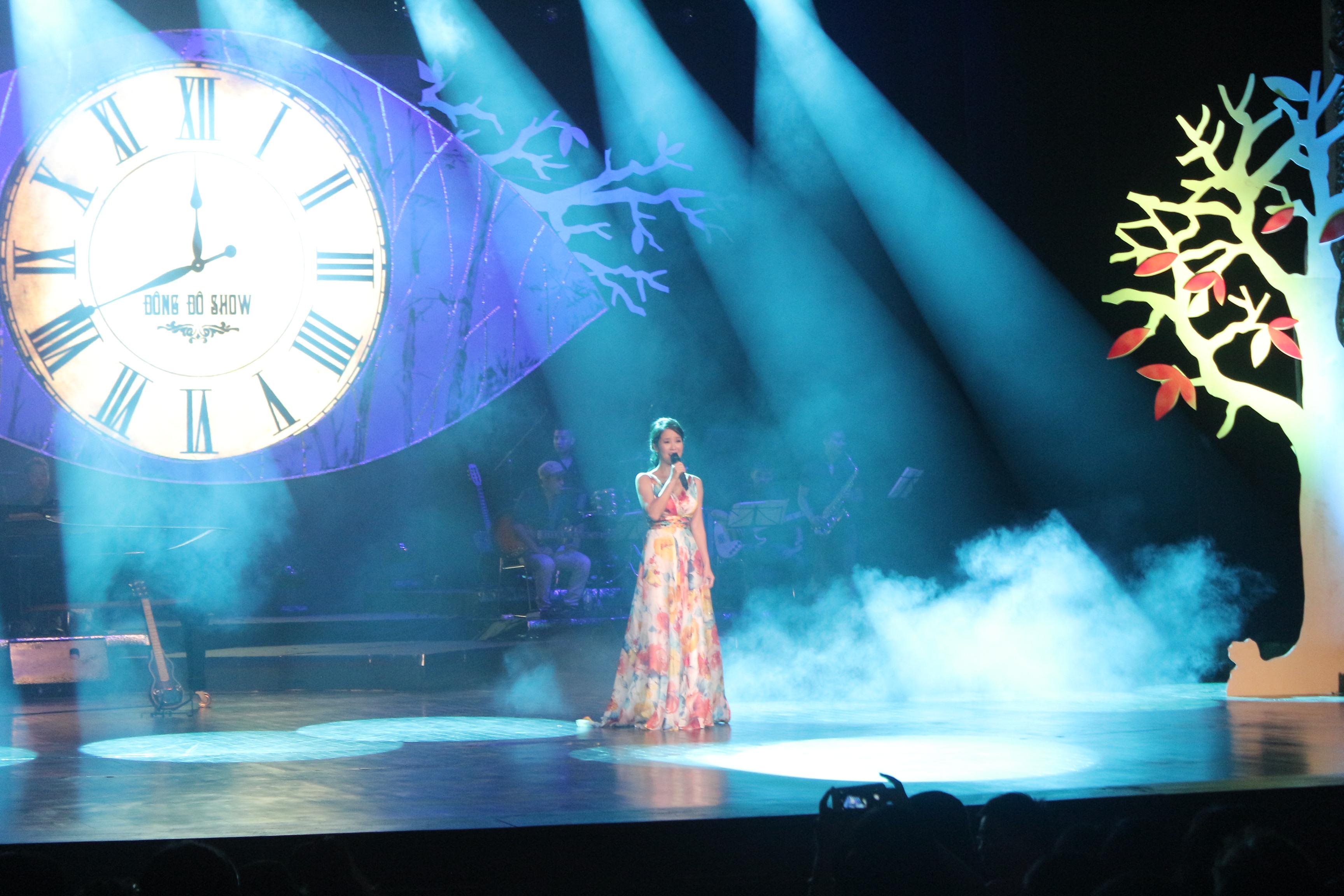 Mỹ Tâm gợi cảm với váy xẻ, Hồng Nhung trẻ như thiếu nữ trong đêm nhạc Trịnh 4