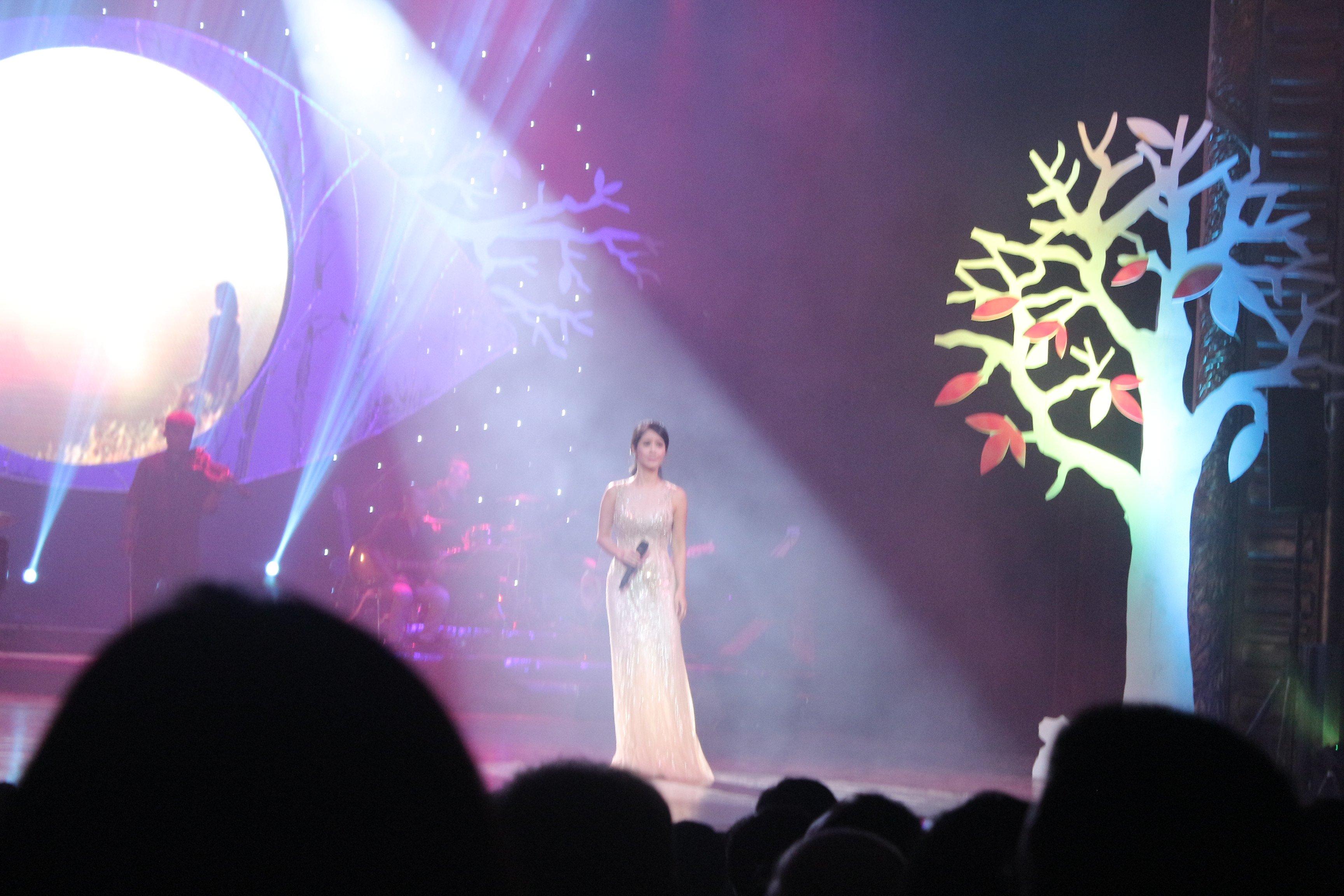 Mỹ Tâm gợi cảm với váy xẻ, Hồng Nhung trẻ như thiếu nữ trong đêm nhạc Trịnh 5