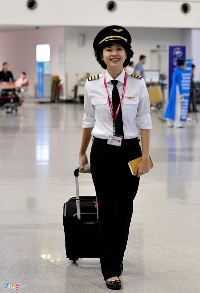 Nữ phi công Việt đầu tiên trong tổ bay Vietjet Air 8