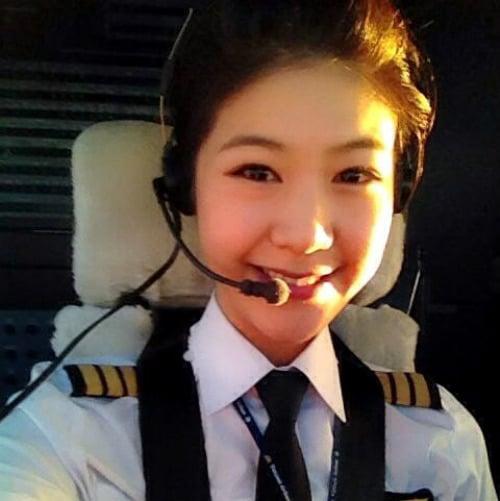 Hình ảnh Ngắm nữ phi công xinh như người mẫu nổi như cồn số 4