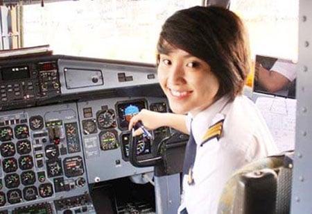 Ngắm nữ phi công xinh như người mẫu 'nổi như cồn' 9