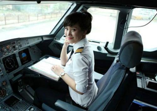 Hình ảnh Ngắm nữ phi công xinh như người mẫu nổi như cồn số 1