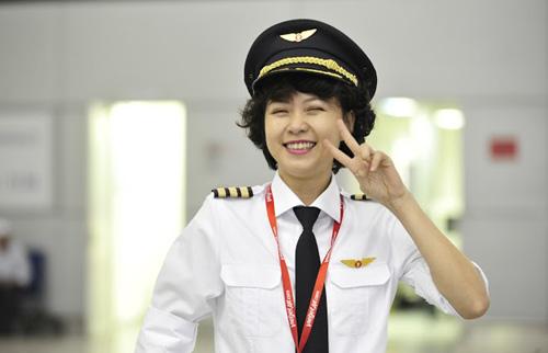 Ngắm nữ phi công xinh như người mẫu 'nổi như cồn' 7