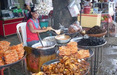 Rùng mình tham dự những lễ hội món ăn côn trùng  9